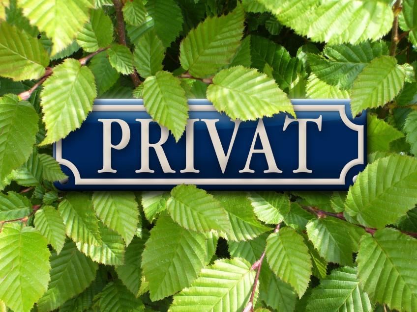 """Hecke mit """"Privat""""-Schild"""