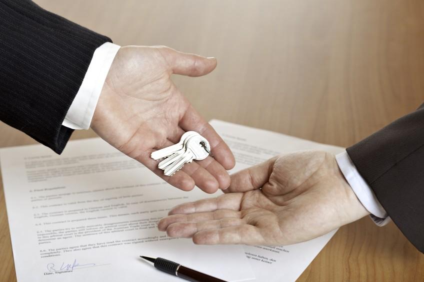 Schlüsselübergabe bei Wohnungsverkauf